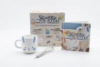Mélanie Denizot - Mon atelier mug cakes - Avec 1 joli mug bleu et 1 fouet.