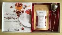 Feriasdhiver.fr Thé magnifique - Evasion littéraire et sensorielle, avec 1 cuillère à thé, 1 carré de satin, 1 sachet de 20g net de thé noir Darjeeling bio Image