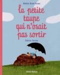 Nadine Brun-Cosme et Fabrice Turrier - La petite taupe qui n'osait pas sortir.