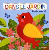 Natalie Marshall - Dans le jardin.