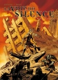 Nicolas Mitric et  Grey - La voie du silence Tome 1 : Aube ardente.