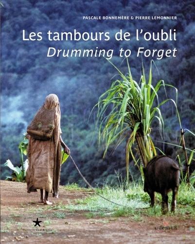 Pascale Bonnemère et Pierre Lemonnier - Les tambours de l'oubli - La vie ordinaire et cérémonielle d'un peuple forestier de Papouasie, édition bilingue français-anglais.