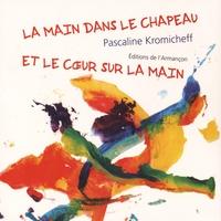 Pascaline Kromicheff - La main dans le chapeau et le coeur sur la main.