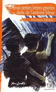 Philippe Didier - Trois petites lettres gravées dans de l'ardoise bleue.