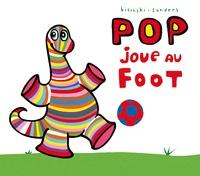 Pierrick Bisinski et Alex Sanders - Pop  : Pop joue au foot.