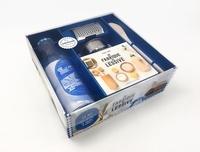 Régine Quéva - Je fabrique ma lessive - Avec : une bouteille pour conserver sa lessive ; une râpe ; un entonnoir ; une cuillère en bois.