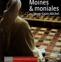 Richard Volante - Moines et moniales au Mont-Saint-Michel.