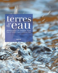 Sandrine Alouf et Dorothée Lagard - Terres d'eau - Voyage initiatique aux souces de l'eau minérale.
