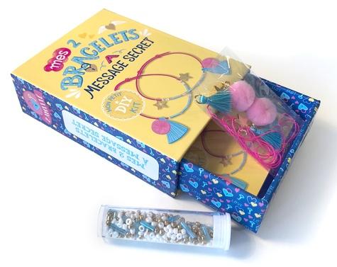 Mes 2 bracelets à message secret. Avec des pampilles, du fil néon, des perles et un livret pas-à-pas