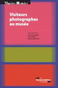 Serge Chaumier et Anne Krebs - Visiteurs photographes au musée.