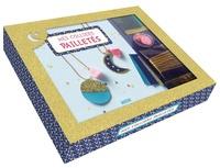 Shiilia - Mes colliers pailletés - Avec 3 pièces de similicuir, 2 chaînes boules, 2 pompons, des paillettes étoiles dorées, 4 embouts chaîne boules, 2 fermoirs et des anneaux de raccord.
