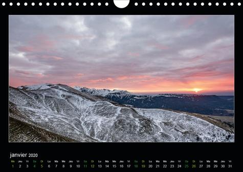 L'Auvergne est belle (Calendrier mural 2020 DIN A4 horizontal). Voyagez en Auvergne à travers les saisons (Calendrier mensuel, 14 Pages )