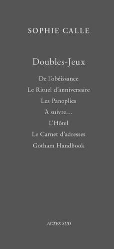Sophie Calle - Doubles-Jeux  : Coffret en 7 volumes : Tome 1, De l'obéissance ; Tome 2, Le rituel d'anniversaire ; Tome 3, Les panoplies ; Tome 4, A suivre... ; Tome 5 ; L'hôtel ; Tome 6, Le carnet d'adresses ; Tome 7, Gotham Handbook.