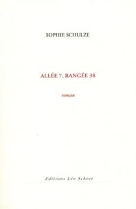 Sophie Schulze - Allée 7, rangée 38.