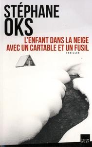 Stéphane Oks - L'enfant dans la neige avec un cartable et un fusil.