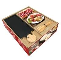 Stéphanie de Turckheim - Coffret Raclette à 2, raclette en amoureux - Le livre de recettes avec 1 appareil à raclette à la bougie pour 2 personnes et 1 spatule à raclette en bois.