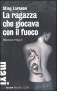 Stieg Larsson - La ragazza che giocava con il fuoco. Millennium trilogy 2.