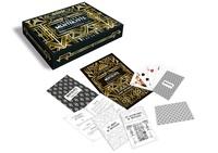 Viktor Vincent - Le coffret du mentaliste - Saurez-vous relever le défi ? Contient 50 cartes-défis, 6 enveloppes, 1 livret de règles, 1 carte d'illustrations, 1 jeu de 52 cartes, 1 carnet de notes, 6 jeux de 5 cartes de notation, 1 crayon.