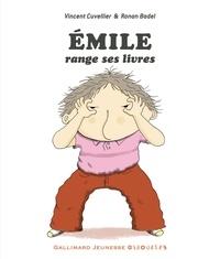 Vincent Cuvellier et Ronan Badel - Emile range ses livres.