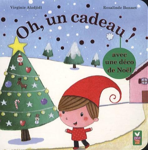 Virginie Aladjidi et Rosalinde Bonnet - Oh, un cadeau ! - Avec une déco de Noël.