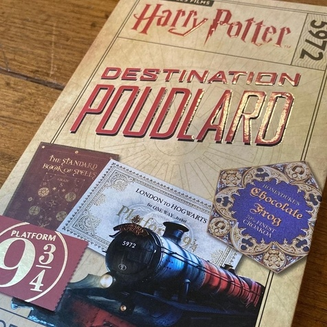 Destination Poudlard. Coffret magique du monde des sorciers - Avec un carnet ligné, un crayon, un marque-page et un bloc-notes